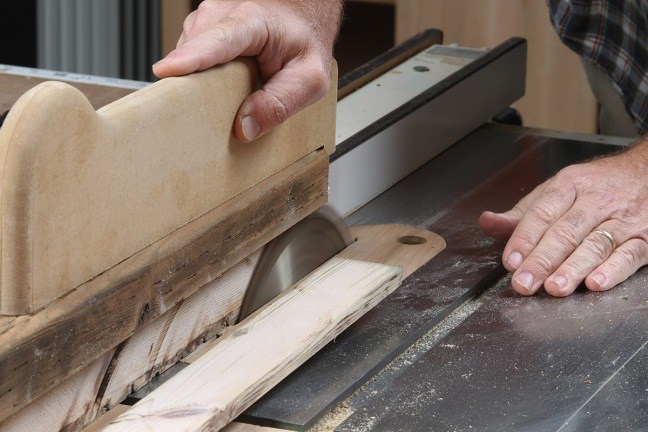 finish-each-tablesaw-cut-with-a-push-stick